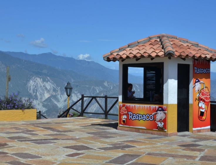 """Venta de """"raspados"""" en el Parque Nacional del Chicamocha, situado en el Cañon del Chicamocha, una maravilla natural del Departamento de Santander, COLOMBIA"""