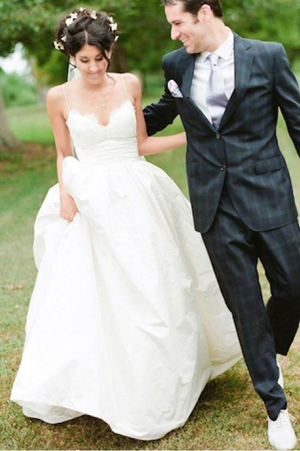 White Wedding Dress Brides Imagine Finding The Most Appropriate Wedding Day But For This They White Lace Wedding Dress White Wedding Dresses Wedding Dresses
