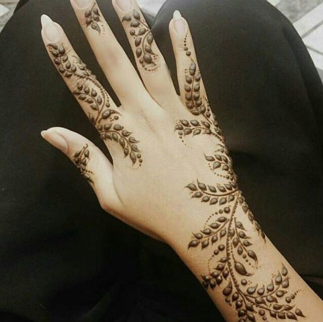 A twist on the traditional henna designs for Indian Mehendhi. Why not add something different for your day?