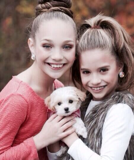 maddie ziegler and Mackenzie Ziegler with there new puppy that abby gave mackenzie for christmas