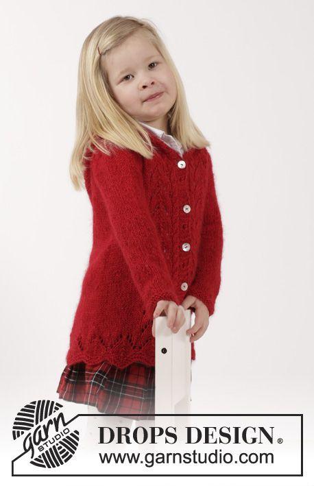 Bright Sally / DROPS Children 26-13 - Gestrickte Jacke in mit Zopfmuster, Lochmuster und Kapuze in DROPS Alpaca und DROPS Kid-Silk für Kinder. Größe 2 – 12 Jahre.