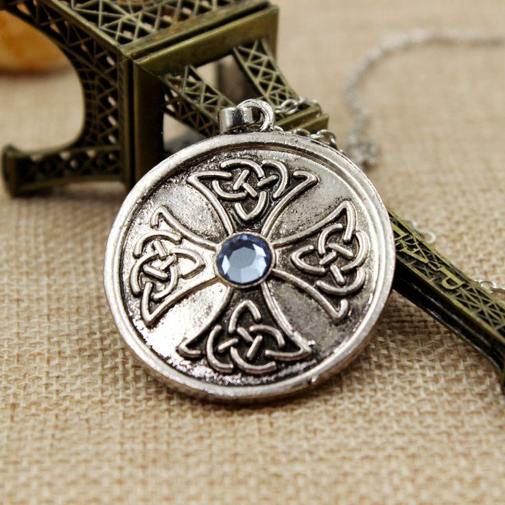 Дневники вампира, старинный медальон с крестом