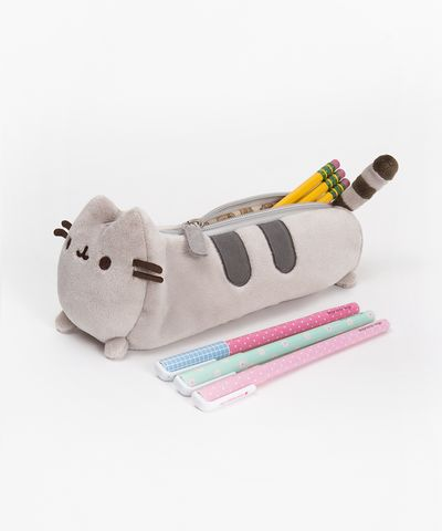 Pusheen the Cat pencil case - Hey Chickadee.   You know that pusheen is poofy? but this pencil case isnt, see what happens when you put TONS of stainary in. Big diffrence.