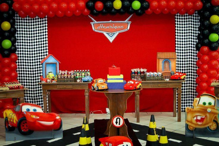 Quem aqui não curte uma festinha infantil?A pedido de uma leitora vou falar um pouquinho sobre decoração de festa infantil no tema Carros para meninos.