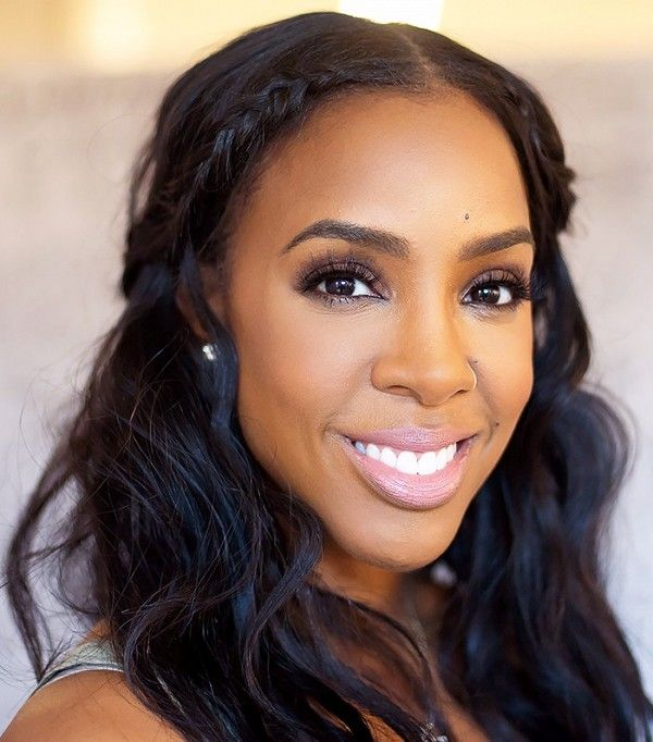 Loving Kelly Rowland's sleek braids, loose curls, and gorgeous eye makeup