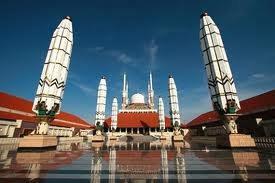 """""""Masjid Agung Jawa Tengah"""" _Semarang_ Indonesia  RePin : Biggest mosque in Central Java"""