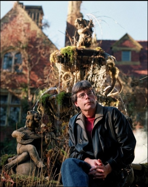 Rose Red/Stephen King...I am in love with his mind!!! He is awesome and is one of the few celebrities that I would ever really want to meet. ~ me too <3 but the fountain can at least be a part of our dollhouse scene :)