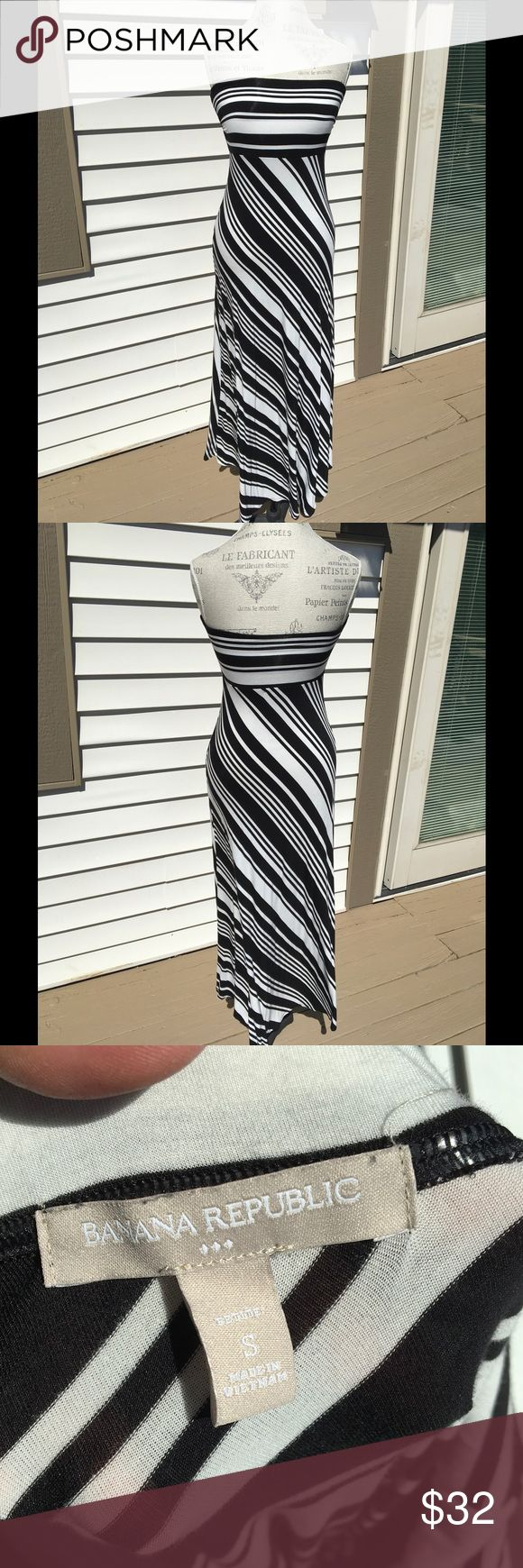 Black and white strapless dress Gorgeous, flattering diagonally stripped strapless dress. Very flowy and easy to wear. NWOT Banana Republic Dresses Strapless