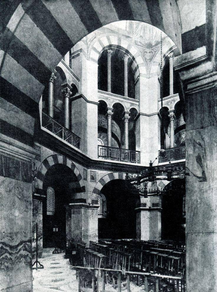 171.  Аахенская     капелла.    Внутренний    вид. 795 - 805 гг.