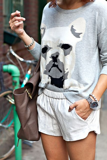 Graphic pullover + white shorts //spring outfit, simple look, comfortable