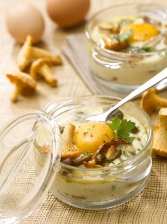 Recette oeuf cocotte aux champignons des bois par La : Une recette proposée par cnpo.Crédit photo : photo asset / adocom / cnpo..Ingrédients : oeuf, pleurote, girolle