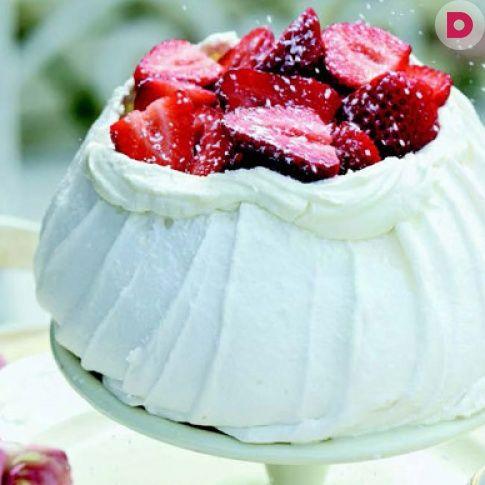 Низкокалорийный торт идеален для новогоднего десерта.