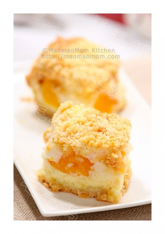 【Peach meringue cheesecake】 by MaomaoMom I saw a Polish cheesecake recipe on Pinterest, with help of Google translation and some of my imagination, I made this Peach cream cheese meringue squares. OMG, it tastes