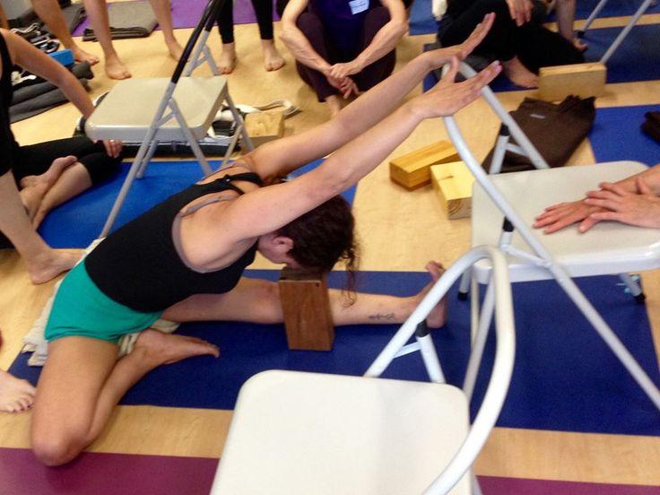 Les 145 meilleures images du tableau yoga iyengar sur for Chaise yoga iyengar