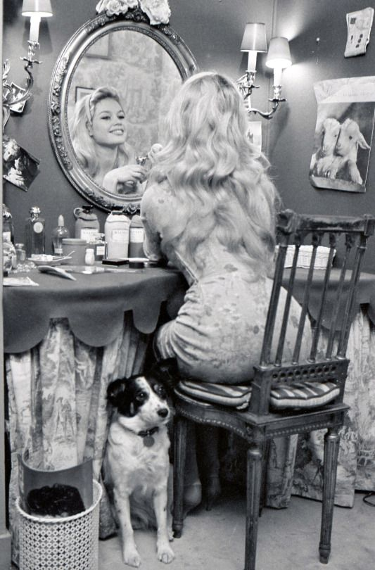 Brigitte bardot at home with her dog guapa 1950s for Brigitte camus