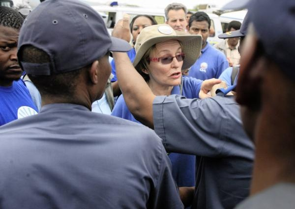 Nkandla standoff: DA leader Helen Zille argues with police who have barricaded the road to Jacob Zuma's Nkandla home. | Photo: www.iol.co.za/ Sibusiso Ndlovu