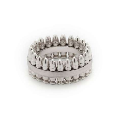 anel feito de projéteis de balas