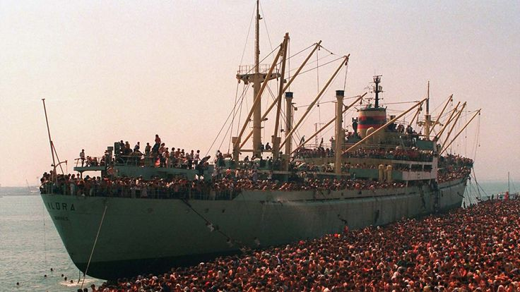 Refugees from the cargo ship Vlora in Bari's port (Italy) on 8 August 1991.