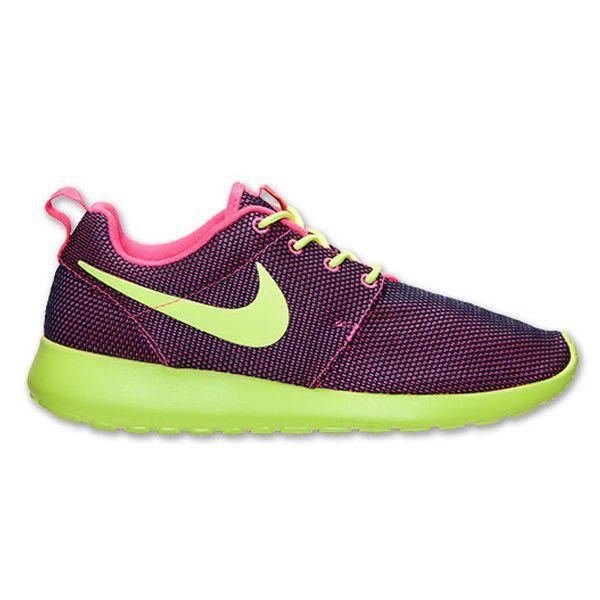 Sepatu Casual Nike Rosherun 511882-678 memiliki bantalan yang ringan dan phylon pada bagian midsole menjadikan kalian selalu nyaman menggunakan sepatu ini sepanjang hari. Harga sepatu ini Rp 799.000.