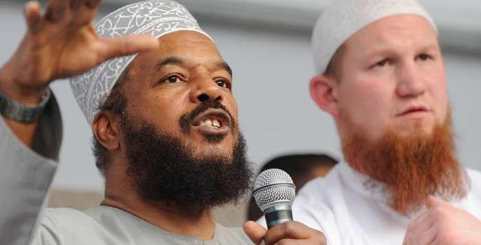 Abu Ameenah Bilal Philips |  seorang pria yang memiliki nama asli Danish Bredy Philips. Pria yang berdarah jamaika ini menghabiskan masa kecilnya di kanada. Kecintaannya pada musik memberi kesempatan kepada pria yang lebih dari 60 tahunan ini menjelajah keberbagai negara, termasuk ke Malaysia dan Indonesia.