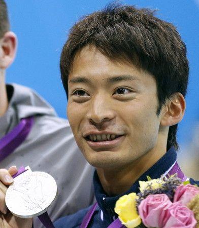 Ryosuke Irie won the silver medal in the men's 200-meter backstroke. 競泳男子200メートル背泳ぎ 銀メダルの入江陵介