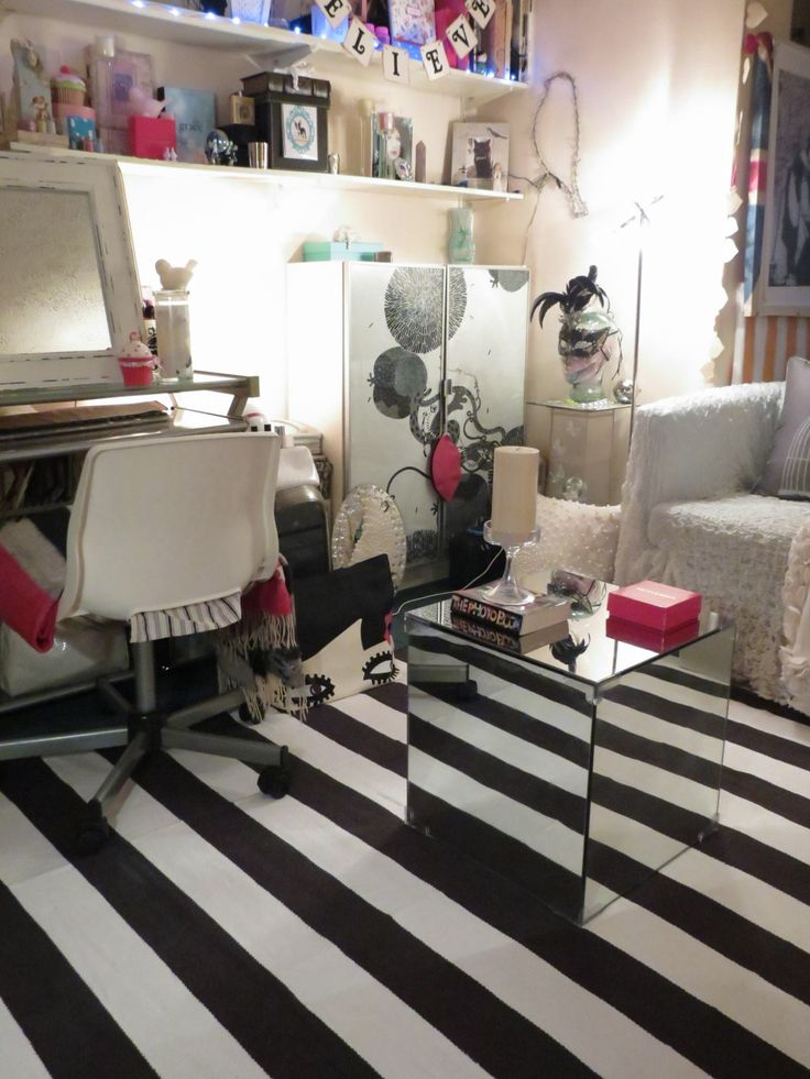 Black and White room, Stripes