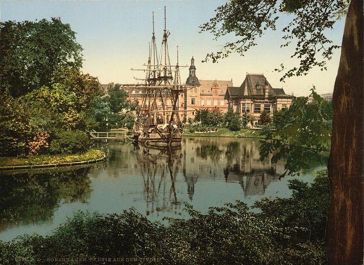 Giardini di Tivoli #Copenaghen #viaggi #journey / seguici su www.cocoontravel.uk