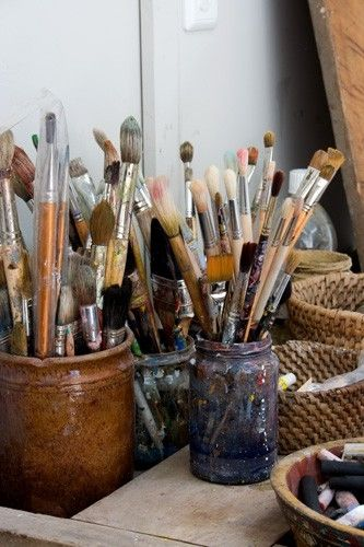 I use ceramic pitchers in all sizes to organize my brushes and palette knives.
