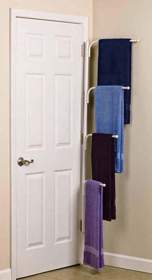Toalleros detras de puerta