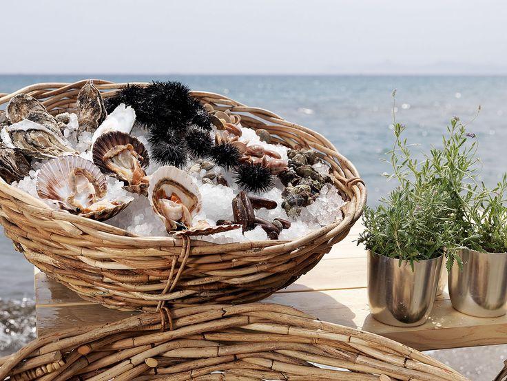perfect fingerfood for a beach wedding. Decoration by MR.CO www.mrco.gr #wedding #gamos