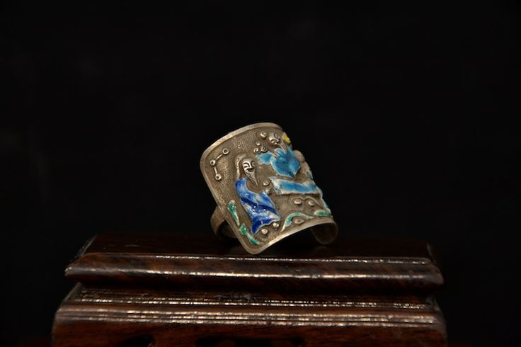 http://www.arte-orientale.com/gioielli-etnici/2045/anello-in-argento-smaltato-con-figure/ #enamel #rings from #China