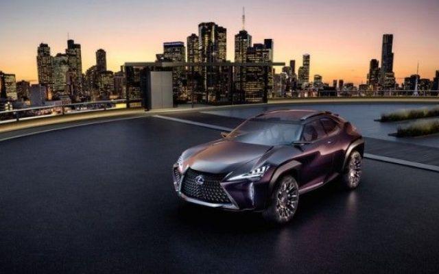 Lexus UX, il suv spigoloso con interni futuristici Nonostante aumentino in modo esponenziale le auto smart dotate di innovazioni, è difficile trovare qualcosa che si distingua veramente dalla massa. La Lexux UX, sarà perchè veicolo di lusso, sembra m #lexus #auto #parigi