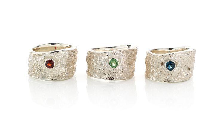 zilveren ringen met granaat, tsavoliet en saffier