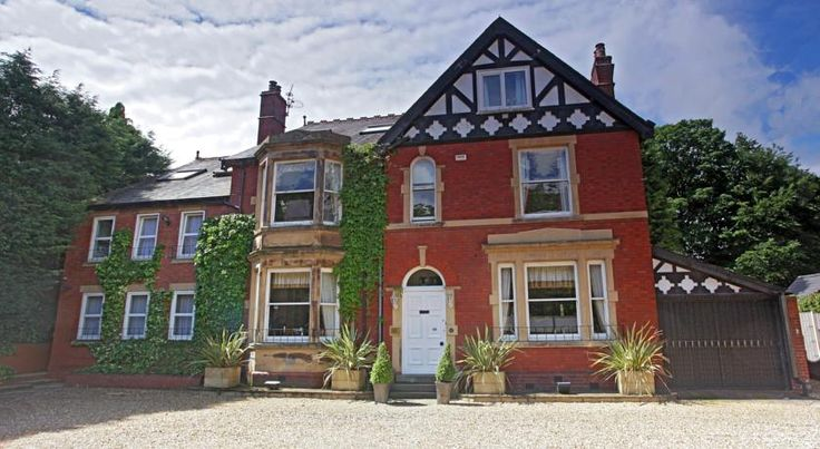 The Sandhurst Middlewich The Sandhurst provides family-run guest accommodation a short walk from Middlewich town centre. It has cosy rooms with free Wi-Fi, stunning gardens and a secure car park.