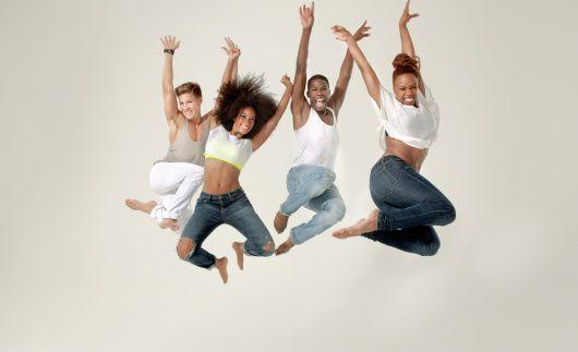 On est tellement bien dans des #ReitmansJeans qu'on peut s'envoyer en l'air avec les copines !
