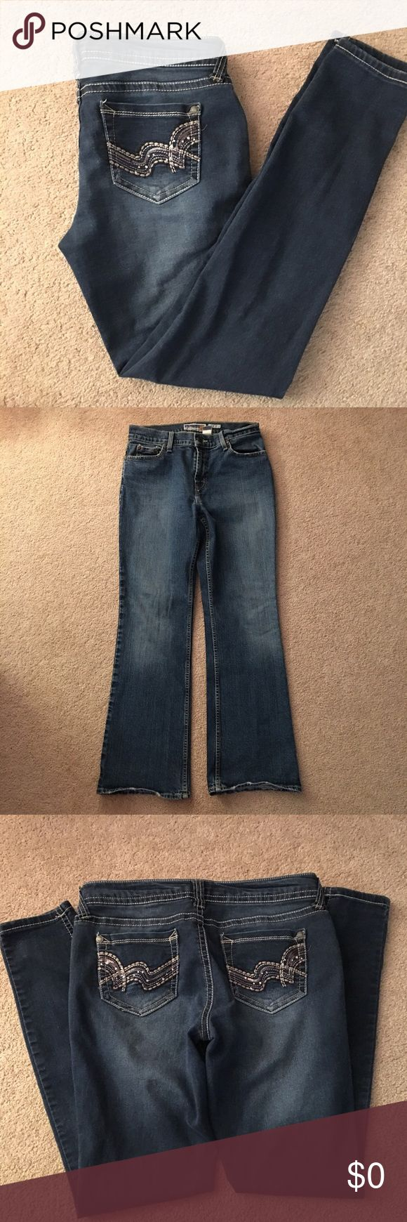 """🆕⬆️Wallflower Jeans🆕⬆️Sz 9 Jrs 🆕⬆️Wallflower Jeans. Tag has been ripped out.  Measurements are: waist 15"""" across, so about a 28"""" Wx 30"""" inseam, front rise 8"""".  = Sz 9 Jrs. Very stretchy, spandex jeans feel. LOOK AT ALL PICTURES-they are part of the description-I bundle, offer 10% off multiple items, ship quick, & bundle. OPEN TO OFFERS & Negotiations (which I am more than willing to discuss FAIR offers!!) however, they will ONLY CONSIDERED through using the """"OFFER"""" BUTTON PLEASE!🆕⬆️…"""