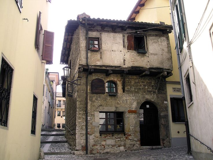The medieval house is known as the oldest house of Cividale del Friuli (province of Udine) or goldsmith's house. This house, which dates back to the second half of the XIV century, was once a goldsmith 's workshop.The present three-floored structure may well be the original one, instead doors and windows have been modified and enlarged, with the exception of a first-floored window, where there was the administrative office of the workshop, according to the medieval tradition.