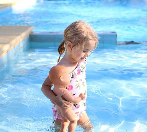 Time for a dip with your best friend Anna? Skrallen dolls are proper bath dolls so perfects for swimming! image: @allaboutisla