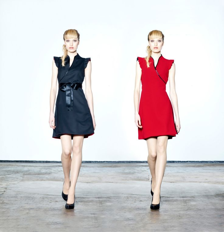 Jolier Pretty - black-red. Double side wrap dress with black ribbon belt. By simply turning the skirt inside out you can change the colour from office to party from casual to outstanding! Buy online at www.jolier.com