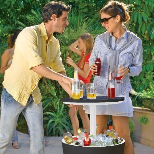De Keter Coolbar is een koelbox, cocktailtafel en koffietafel in één. Het ontwerp heeft een uitschuifbare bovenkant die een simpele bijzettafel verandert in een originele cocktailtafel! Ideaal voor feestjes, barbecues en cocktailparty's!