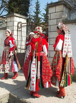 Hungarian folk costume from Kalotaszeg region.