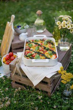 Sommerlicher Tomaten-Mozzarella-Auflauf mit Spinat-Pesto und Wildkräuter-Salat | Alles und Anderes