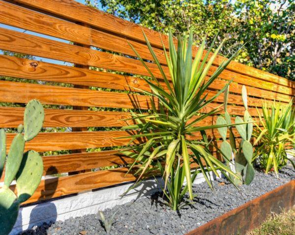 jardin contemporain aménagement cloison bois