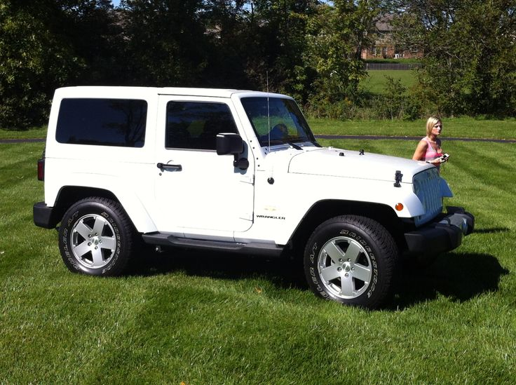 best 25 white jeep ideas on pinterest white jeep wrangler jeep wrangler and jeep. Black Bedroom Furniture Sets. Home Design Ideas