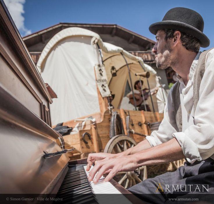 ©#armutan ©#simongarnier #bufaloose #musique #piano #chariot #saloon #spectacle #megève #concert #ragtime