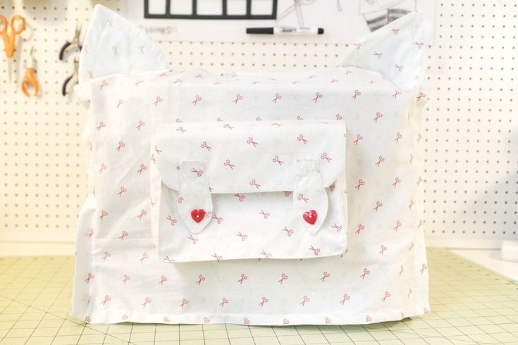 Cat Ear Sewing Machine Cover  •  Free tutorial with pictures on how to make a sewing machine covers in under 180 minutes