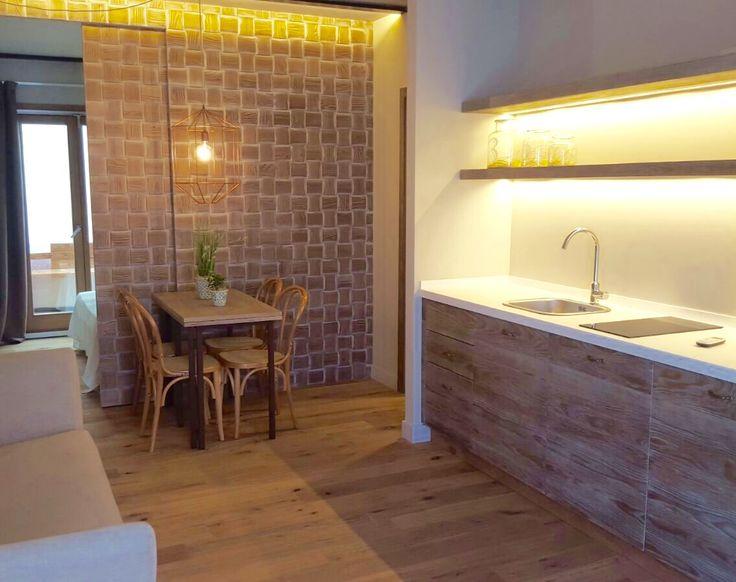 Cucina-soggiorno accogliente e funzionale con elegante zona notte che dà su un piccolo spazio privato esterno dove è possibile concedersi qualche minuto di relax.    #newopening #Catania #Sicilia #newapartment #picture #awesome