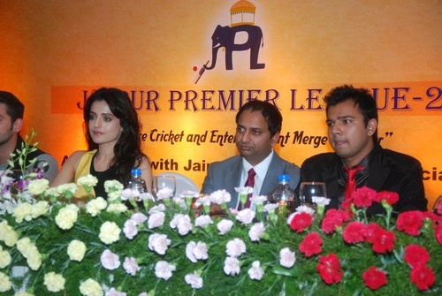 Neil Nitin Mukesh, Ameesha Patel promoting 'Shortcut Romeo' at Jaipur Premier League Season 2 Launch