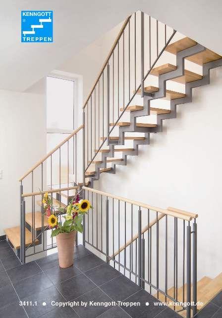 Zweiholmtreppe Stufen Buche MC Massivholz  Stufenmaterial Buche MC Parkett Massivholz, Rechteckrohrprofile und Stahl grundiert, Geländer-Typ 100 Rundholzhandlauf in Buche Massivholz.
