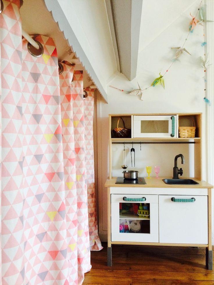 Chambre Enfant Petite Fille Rideaux Motif Geometrique Rose Et